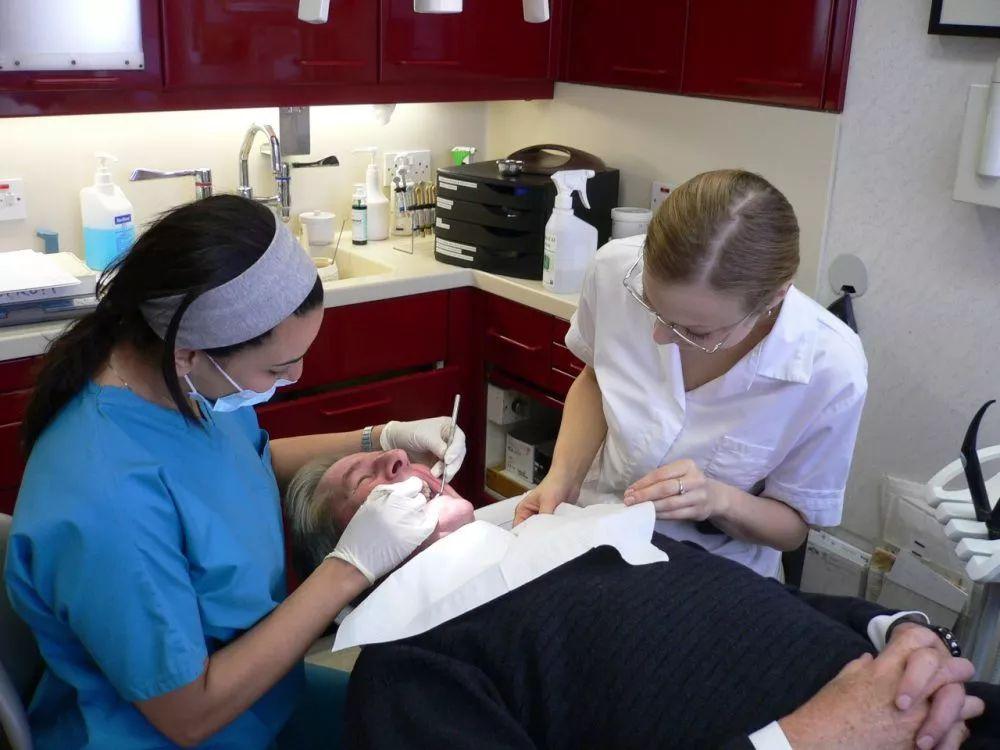 牙不好易患癌?迄今最大规模研究发现,牙周病会使癌症风险增加24%,肺癌风险甚至增加133% |临床大发现
